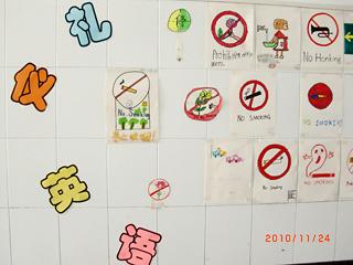 英语节活动之一的英语标志、小报制作比赛同样吸引了全校各班高清图片